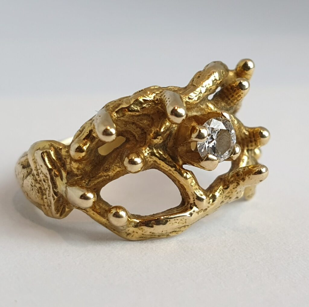 gold ring diamond brilliant